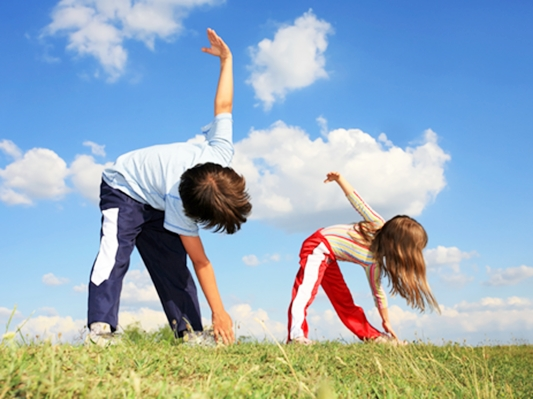 kids-stretching-exercising